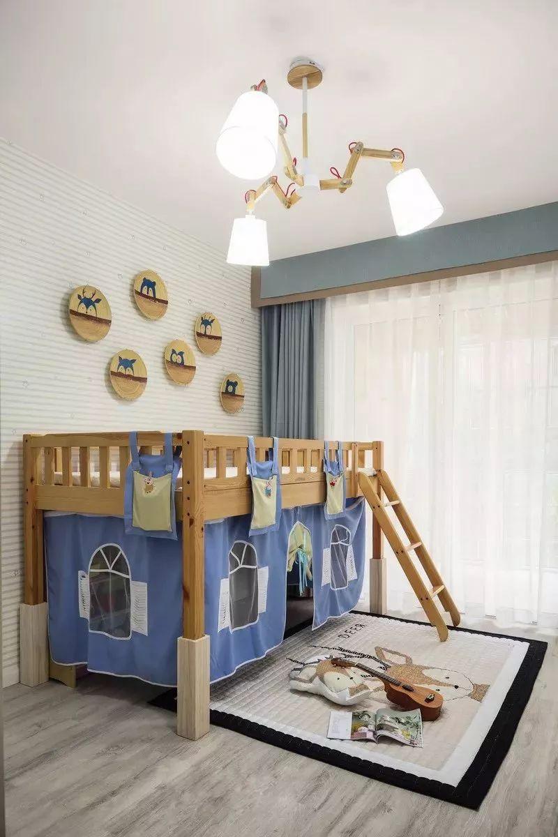 明亮通透的空间下,设计师通过干净的墙面,带来充满立体感的视觉效果。