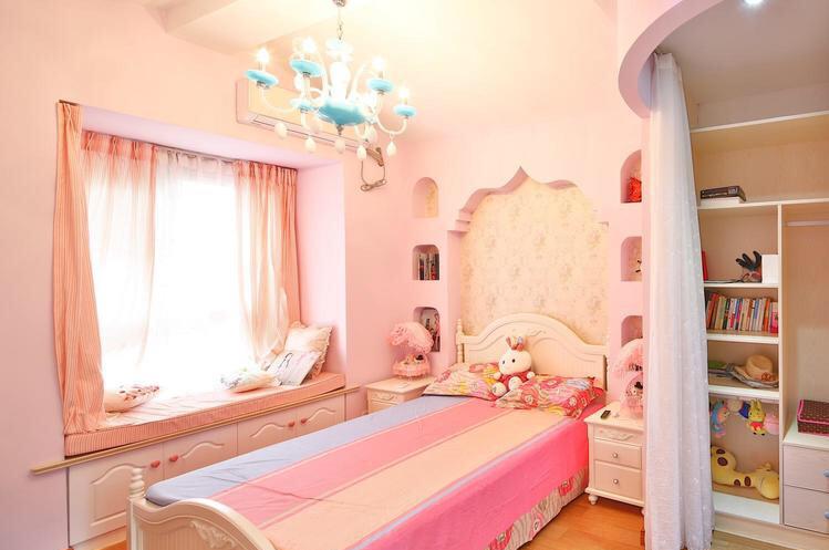 儿童房延续房外气氛,透过材质和灯饰搭配,打造温暖典雅的个人空间。