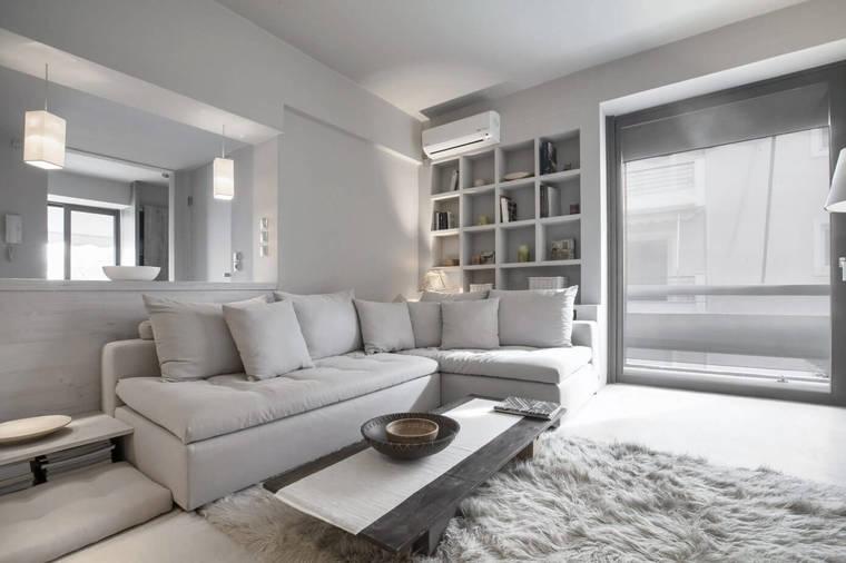 纯白空间可以带来更为宽敞的视觉效果,为了避免乏味感,遍布角落的灯光晕染出梦幻的光影。