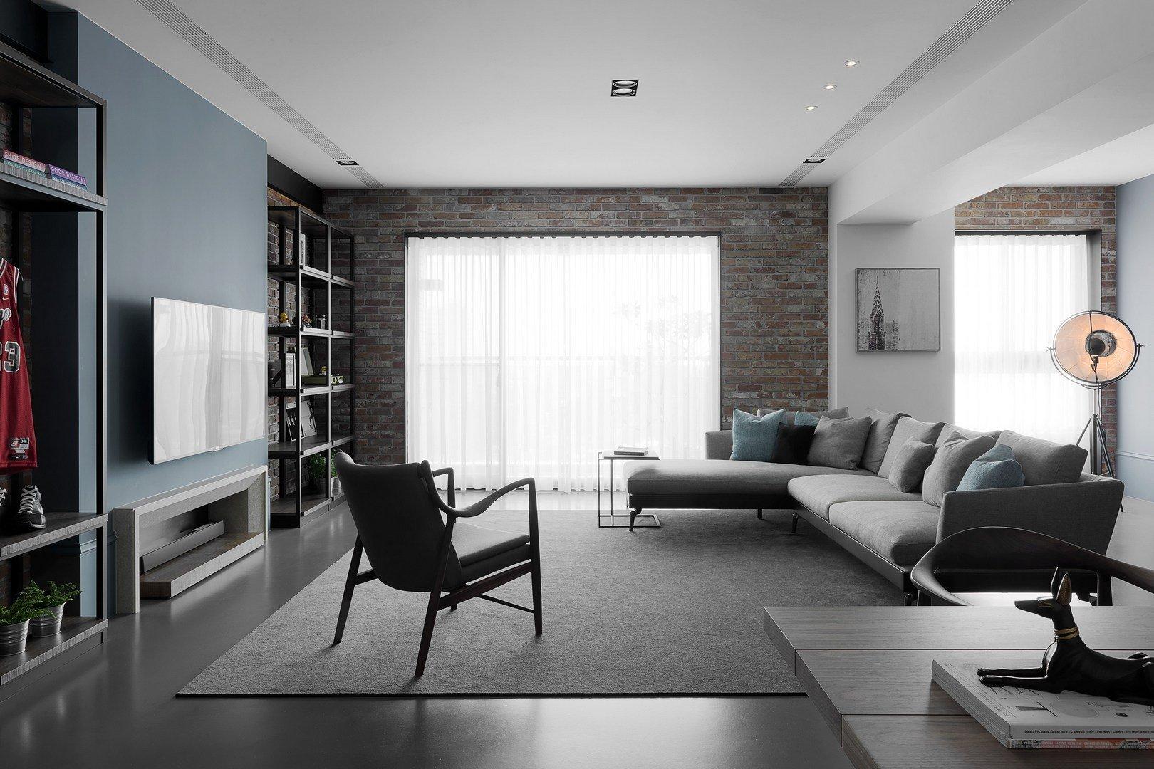 客厅是现代简约风格,简单的装修让人越看越耐看