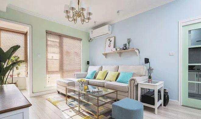 墙面选用了清新的治愈色调,氛围很舒适,家具也是尽量选择宜家款的,性价比很高。