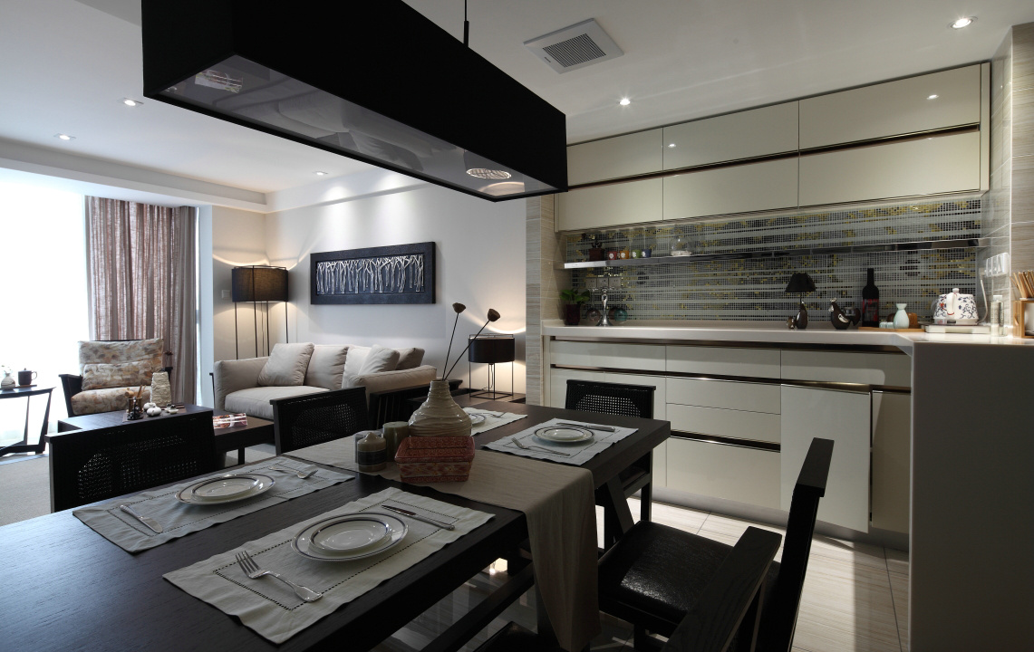 餐厅黑色座椅,整体大方时尚,非常好的畅饮所地