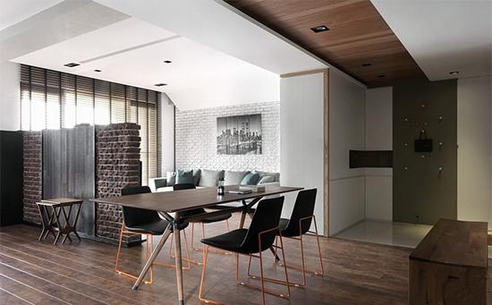以地坪材质作为厅区与玄关部位的段落区隔,在天花板上由钢刷木皮引导动线顺向。
