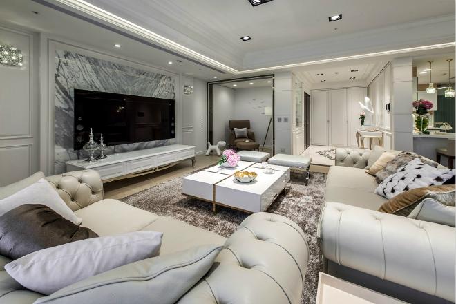 白色的皮质沙发凸显了高贵感,大理石电视背景墙,非常吸引人的眼球。