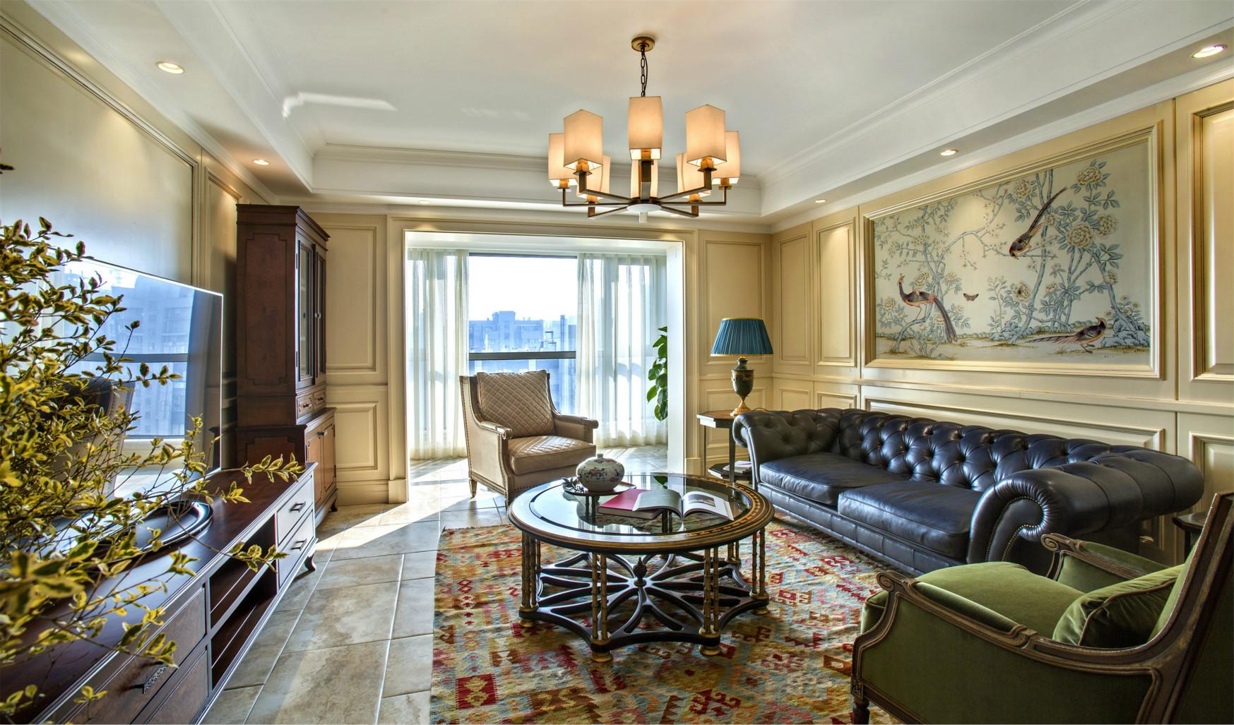 客厅以软装来装饰,电视背景墙的抹茶色简单大气。