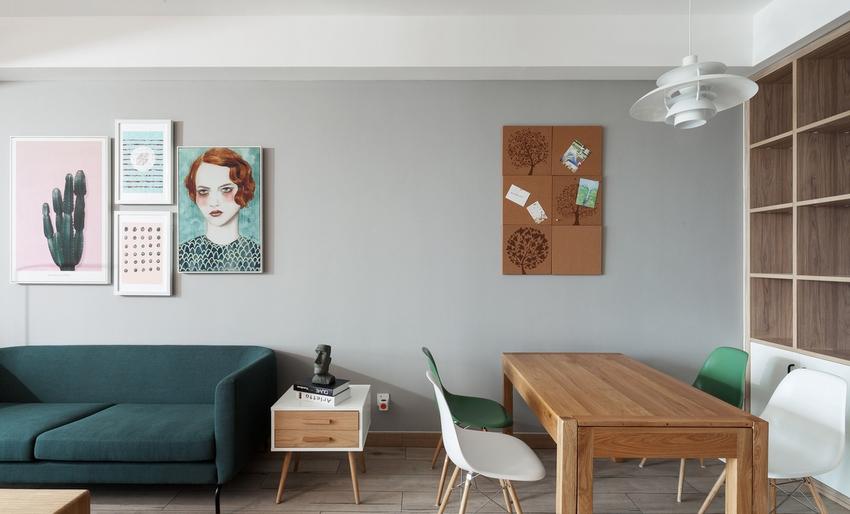墙上拼合的软木板,记录着二人世界以及未来的三人世界。