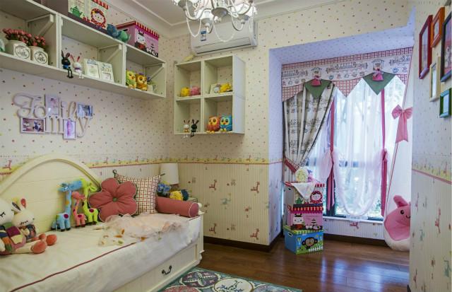 俏皮可爱的儿童房,用亮色来装点孩子的梦,充满卡通玩具的房间,空间仿佛也变得愉悦起来。