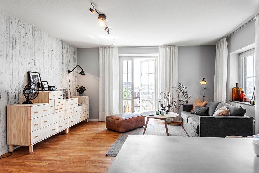 客厅一字型大开间,融合多种功能。宽敞明亮的公共区域,通风采光都很不错!