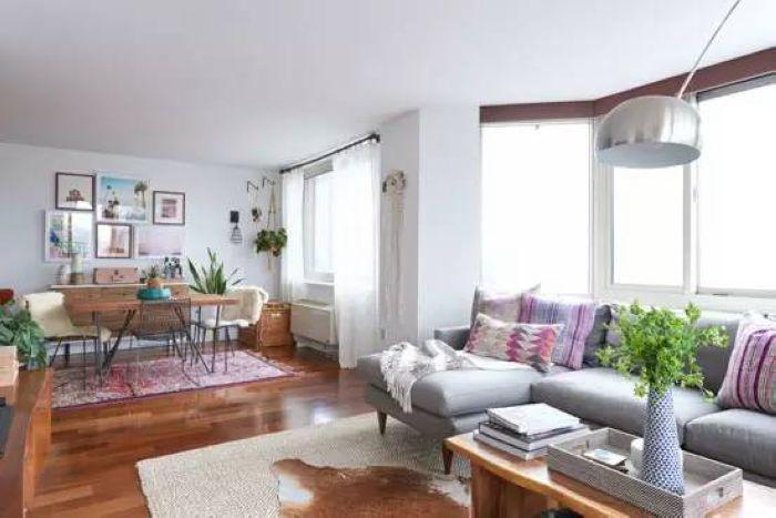 客厅与餐厅是相互连通的,开放式的格局让空间更加宽敞。
