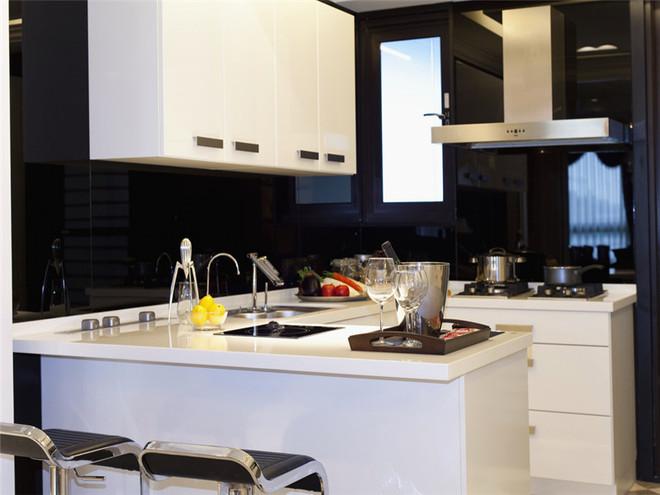 开放式厨房满足功能性。