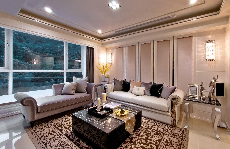 沙发背景墙嵌入式的设计,让客厅看起来更宽阔。