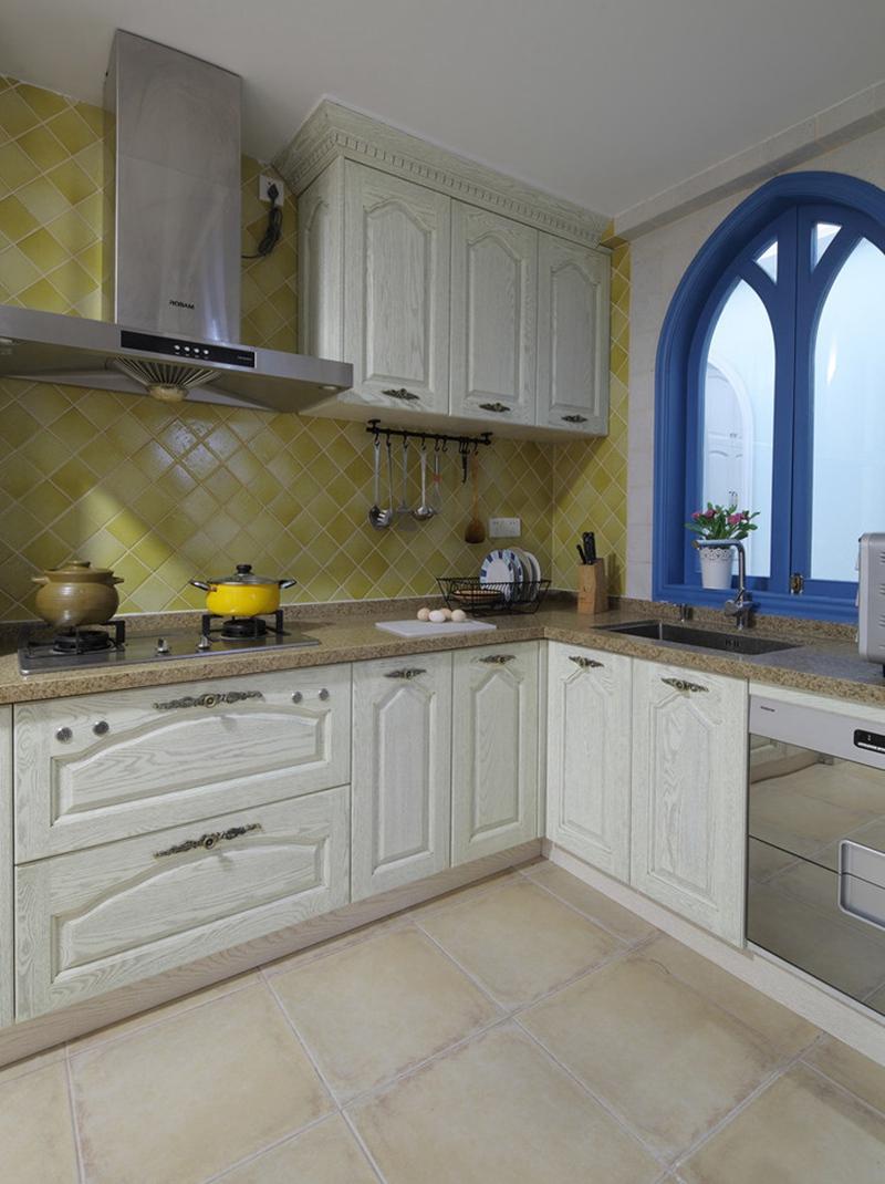 厨房的直角空间设计,将操作台和洗切合理分开。