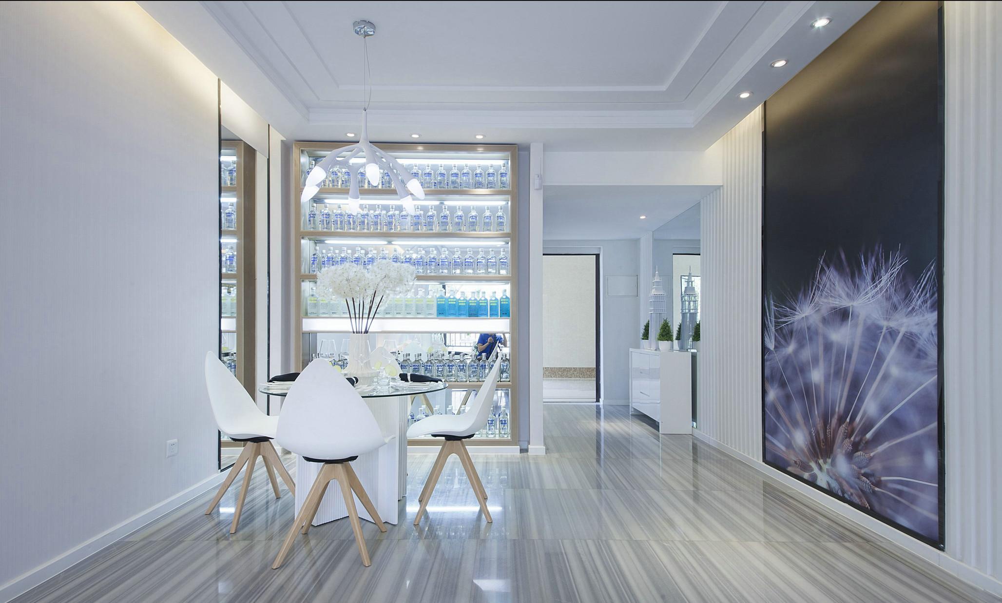 餐廳以白色爲主,木質餐椅帶出自然質感,爲空間添一分溫柔感受。
