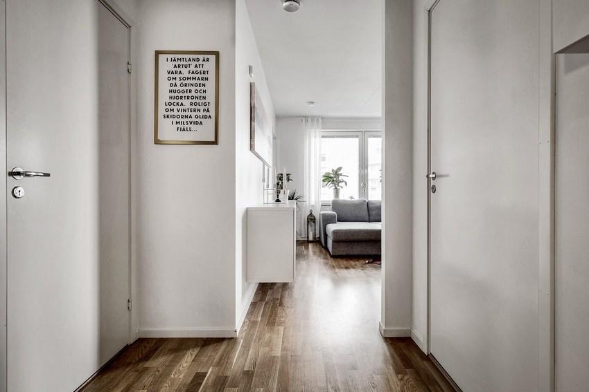 这是一套一室一厅的房子,除了北欧风经典的白色外,整体用了灰色。
