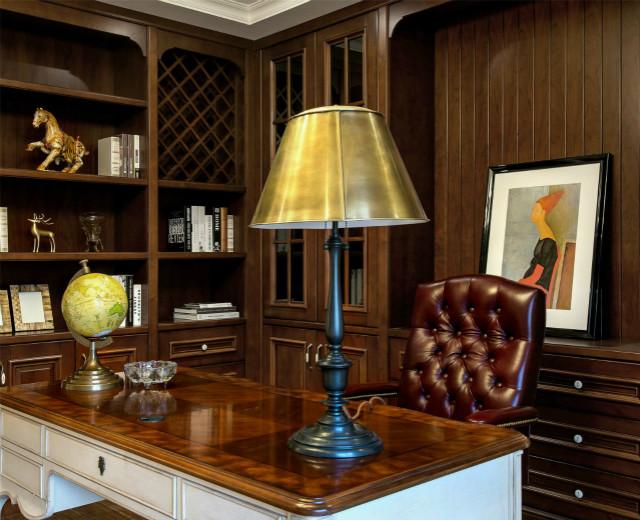 书房设计沉稳,以书柜、灯光等有机组合来构建起舒适的阅读氛围。