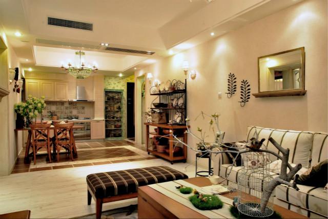 把餐厅和客厅整合成一个大厅,搭配浅色地砖,整个空间看起来很宽敞,在视觉上面放大了。