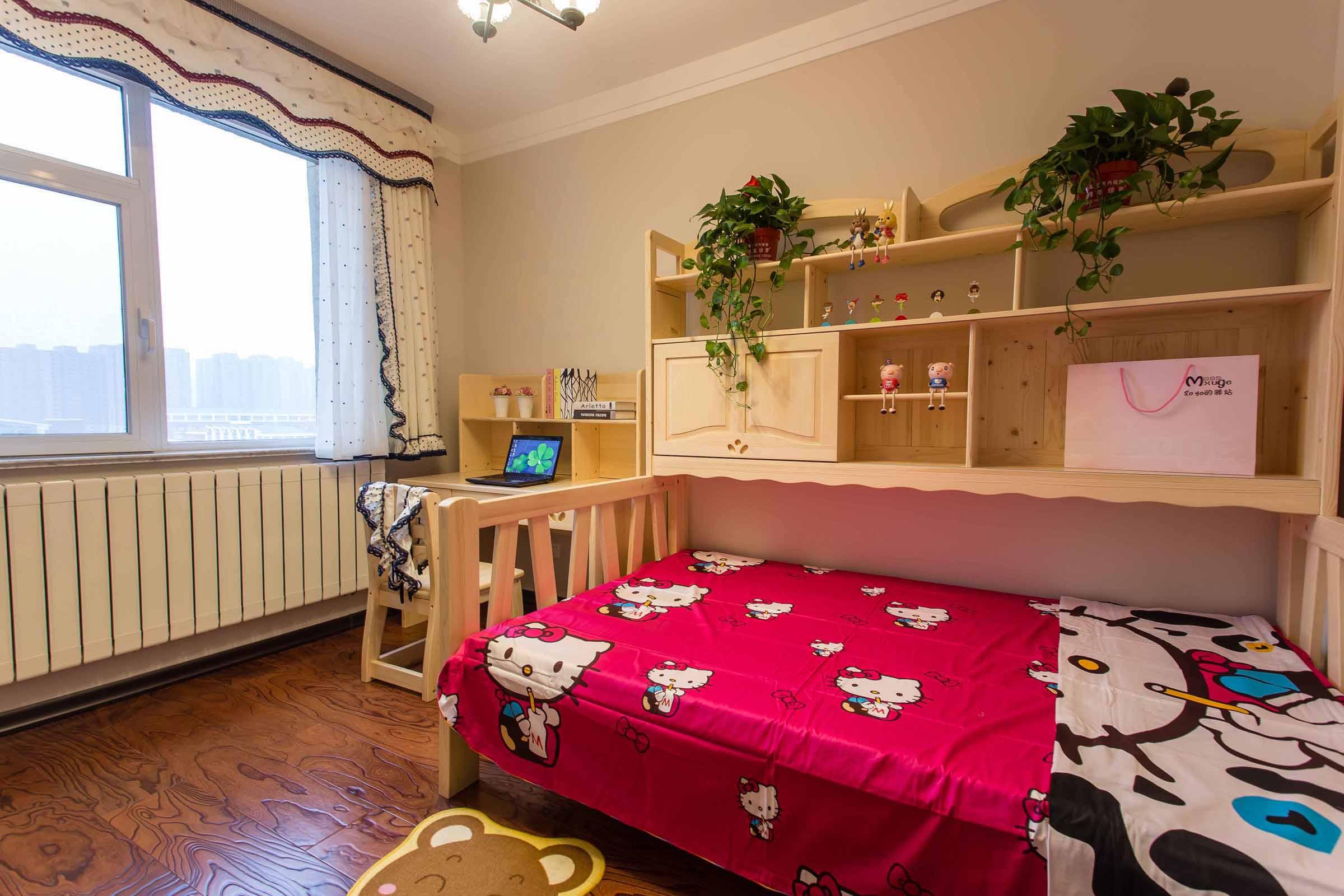 儿童房设计还是很温馨的,一看就是女孩子的放假粉色系列,多了几分浪漫之感。