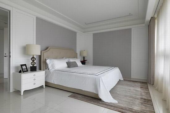 L型墙面施以相同对称的造型元素,形成犹如镜面90度角映照延伸的立面效果,既方便数年后可活更动床头位置