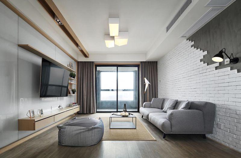 整个客厅没有什么特别的噱头,单就是给人一种安安静静的感觉,让你觉得休息的时候就能安心休息。