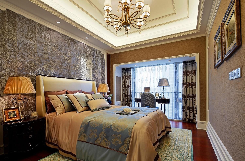 次卧设计与主卧相仿,但相对简单。空间呈现一派温馨舒适感觉,这样明亮的室内,每天被太阳叫醒~