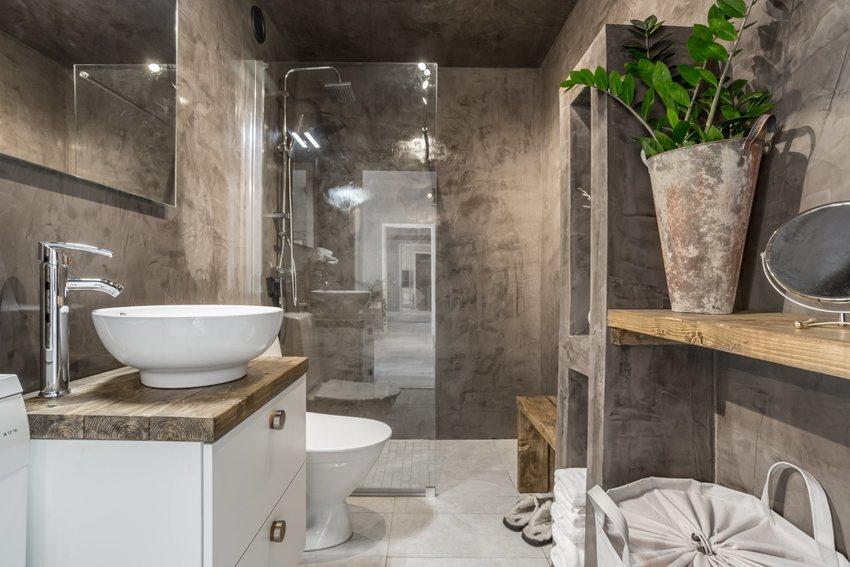 卫生间在硬装上力求粗犷原始,硬生生的制造了一派洞穴的风格,足以引人好奇,又具有特色和代表性。