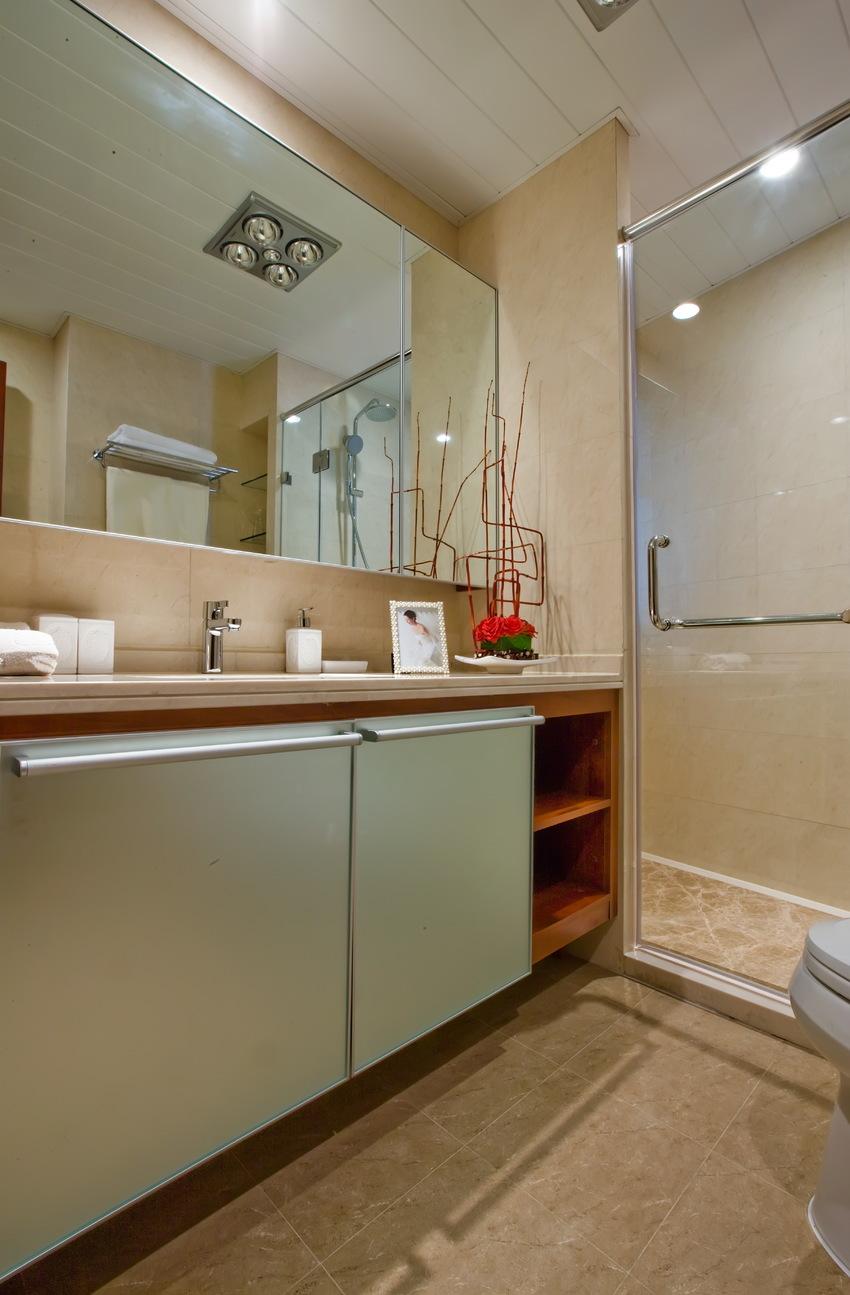 浅棕色墙地砖勾勒出有质感、有温度的洗漱间,功能上干湿分离,宽敞利落的洗手台,让人心生艳羡。