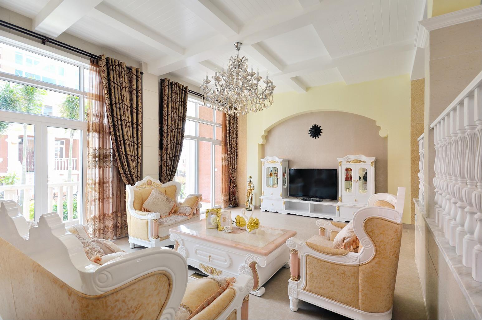 选用浅色的沙发、整体空间的色彩,也打造出一个格调高雅的客厅。