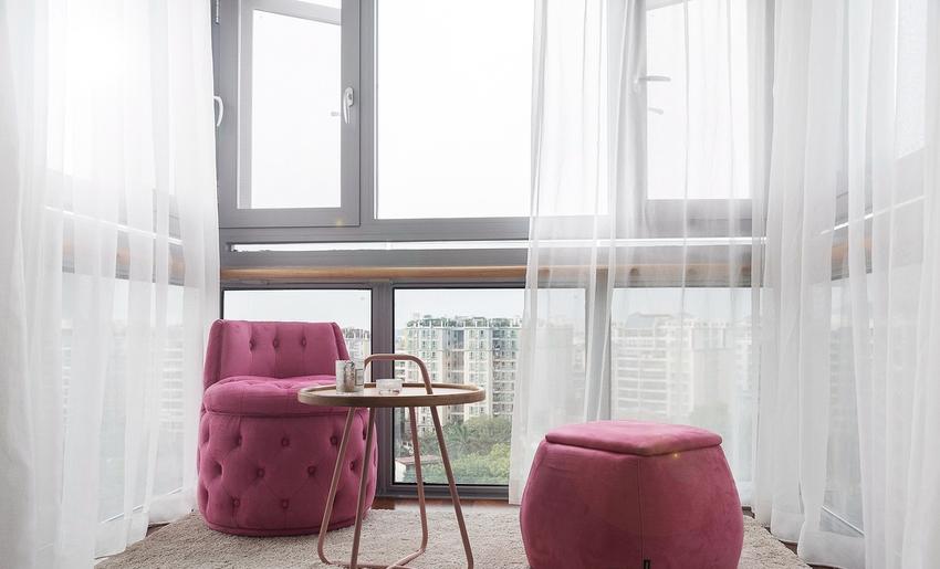 为增加空间感原主卧阳台改成主卧的一部分,成了夫妻俩晚上观星赏月的休闲区。