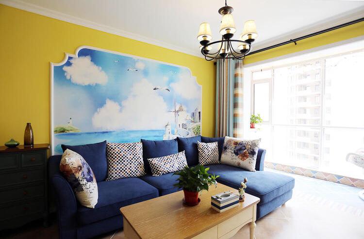 彩色的装饰画整体简洁素净的客厅加入活泼热情的氛围