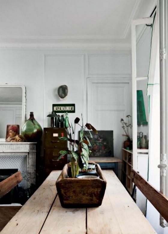 餐厅空间通过家具以及配饰的点缀,犹如古董店的精致,在这样的空间用餐,极为享受。