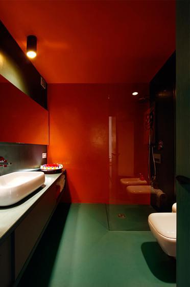 敢驾驭大红和大绿的一定是足够自信,敢同时驾驭两种颜色的就更是不得了。