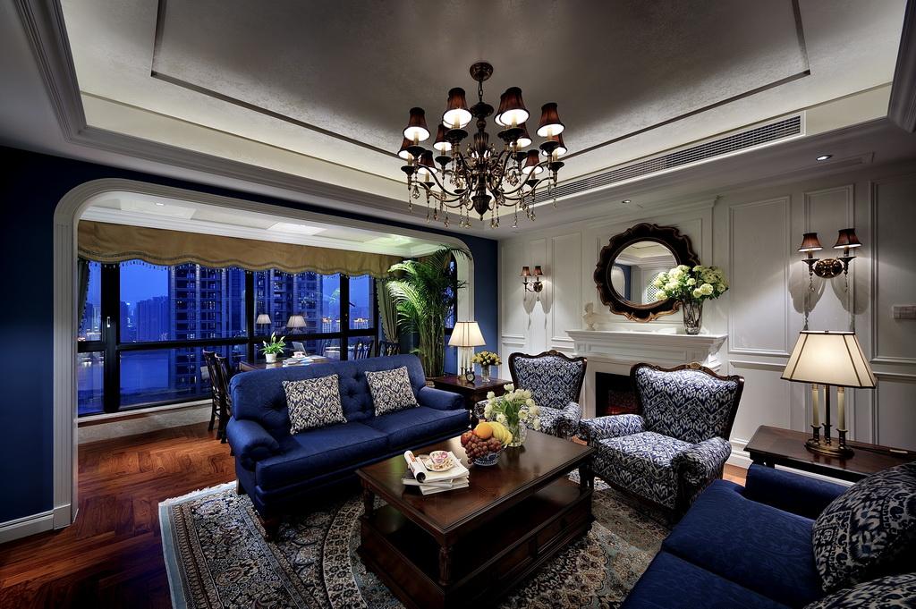 客厅设计有着欧罗巴的奢侈与贵气文化根基的新的怀旧、贵气加大气而又不失自在与随意的风格