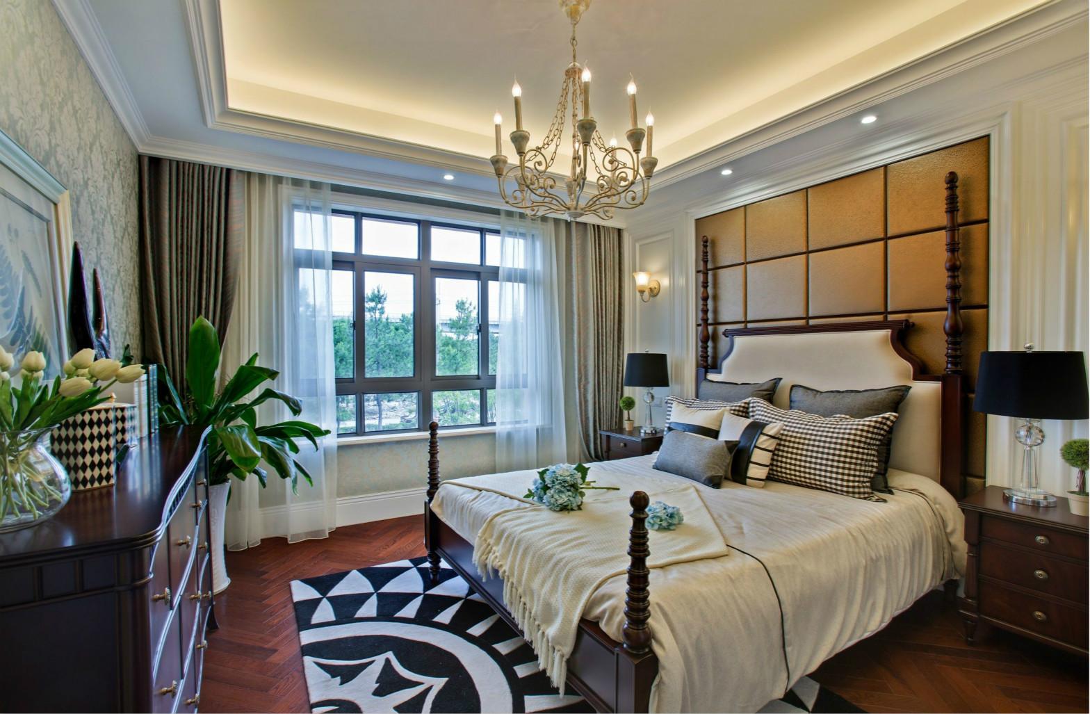 主卧室的装修设计花费了不少心思,带来时尚而个性的品位感。