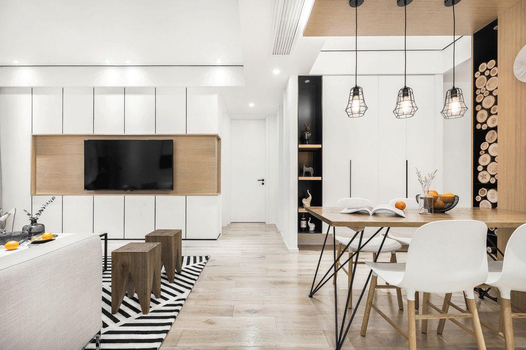 厨房、餐厅最初空间较拥挤,于是我们将厨房改造成开放式空间,三个空间联通,宽敞透亮许多。