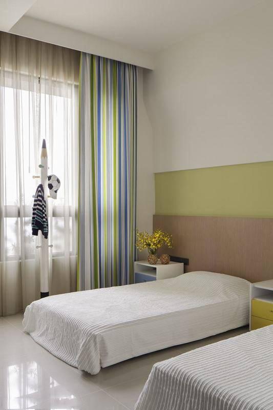 新沁甜的色块层次,循序铺陈卧眠空间的简约本质。