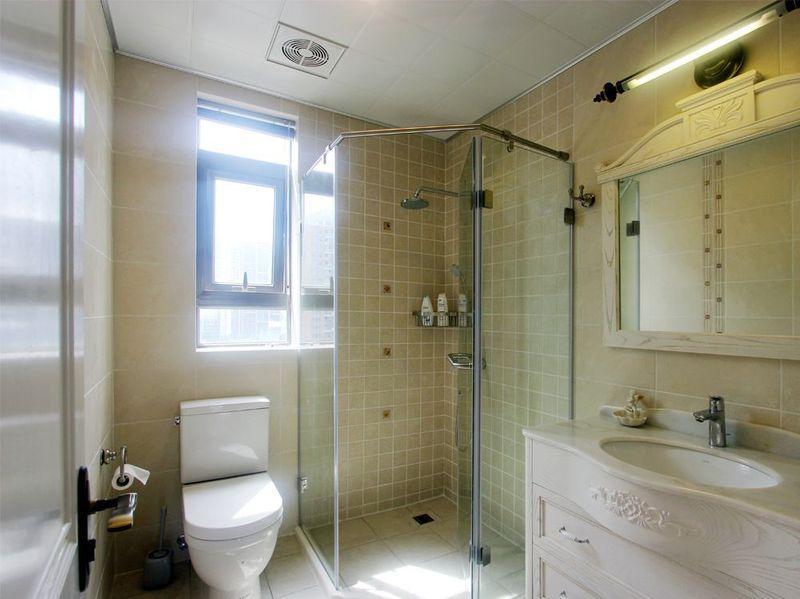 卫生间干湿区域分明,瓷砖的颜色也更耐脏。