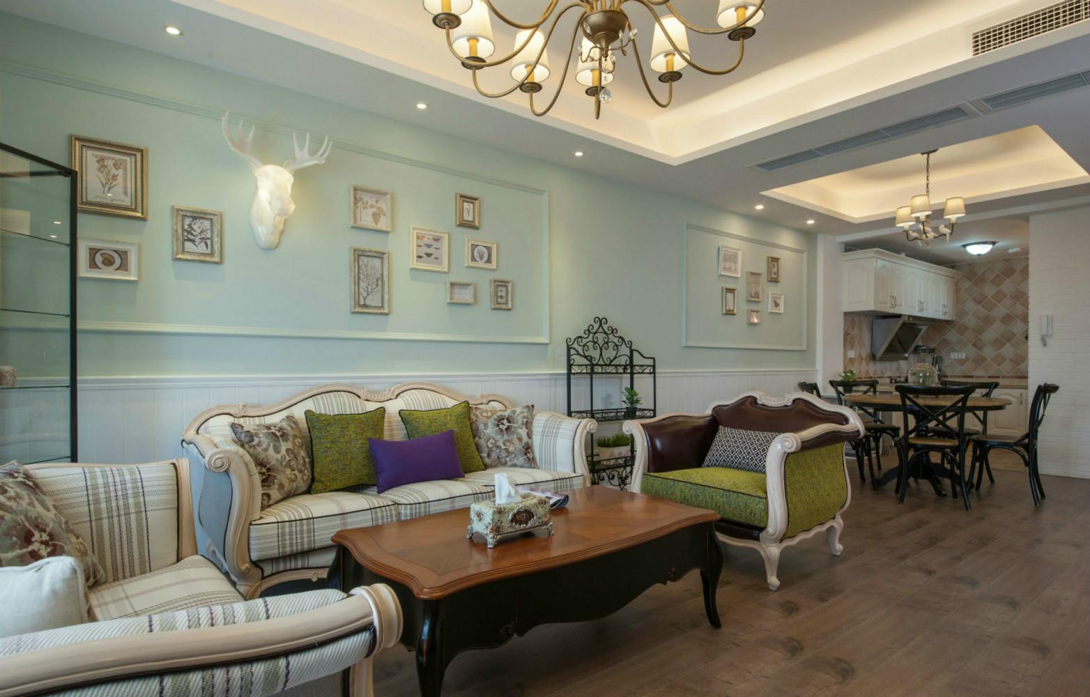 浅色作为主色调,很温馨,墙上的艺术角架,增加了一些艺术气息。