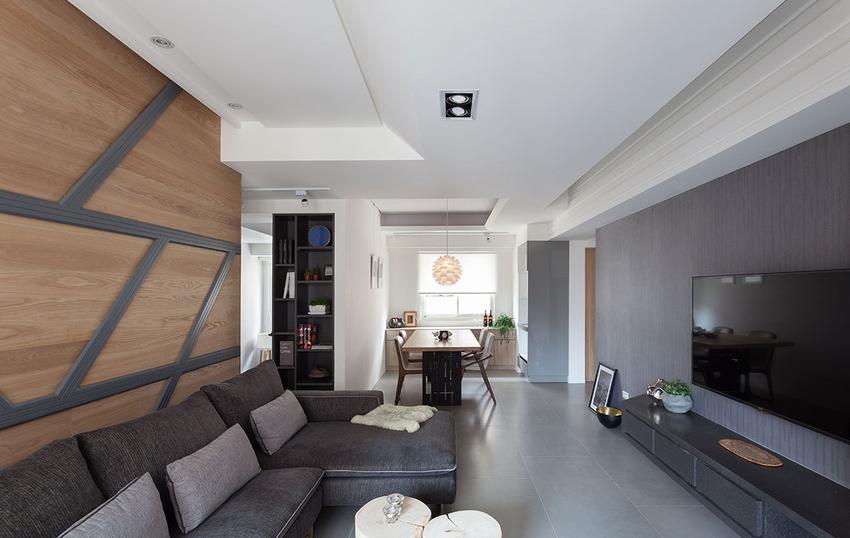 设计师透过电视墙与沙发背墙,延展出两条横向轴线,搭配斜纹几何线条设计,借此创造主墙的律动性。