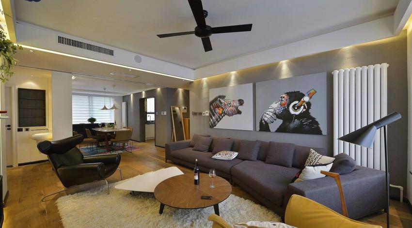 不规则的沙发、几何造型的茶几、独特另类的装饰画,拼凑出惊艳的客厅空间。