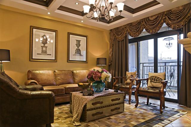 客厅色调以黄色为主,皮质沙发、充满文化气息的装饰画,让居室显得非常华贵大气。