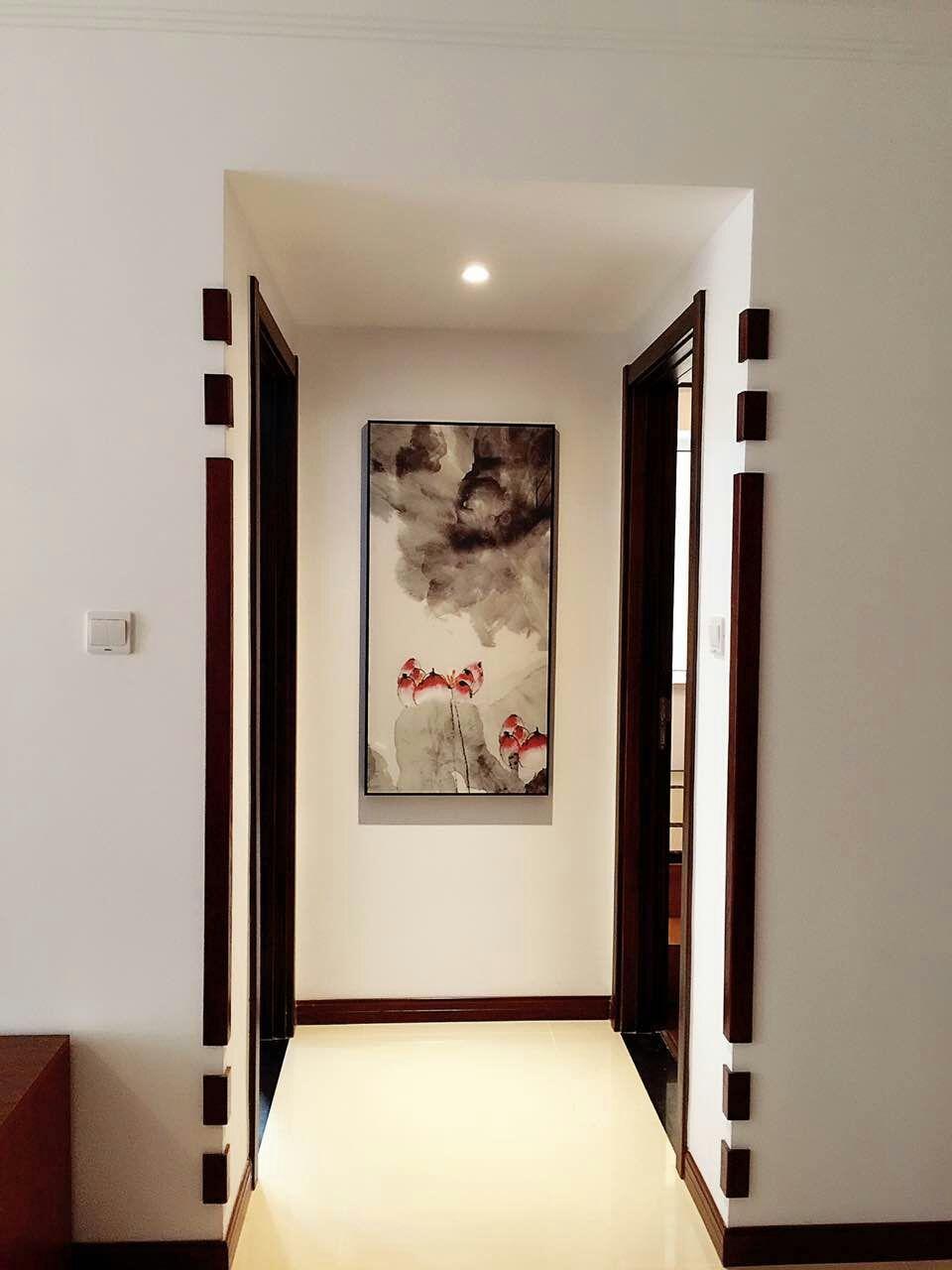 卧室与卧室之间,挂上一幅自己喜欢的水墨画,灯光打到画上,非常有意境!