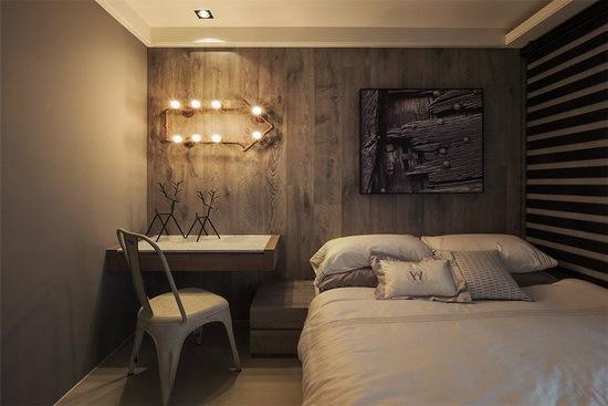 温润的木质壁面妆点上造型灯具与艺术画作,立即为场域带入趣味表情变化。