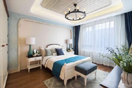 卧室延续客厅设计,浅蓝色与拱形元素的运用,搭配床头背景墙,使得卧室给人的感觉更加温馨。