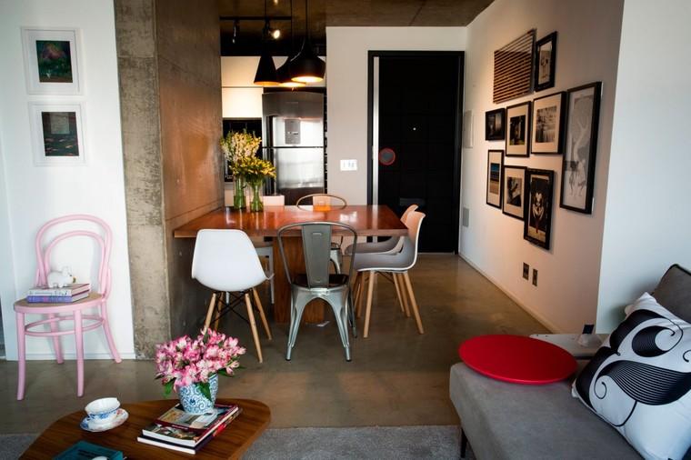 风格不同的几把座椅轻松增加了空间的丰富度。
