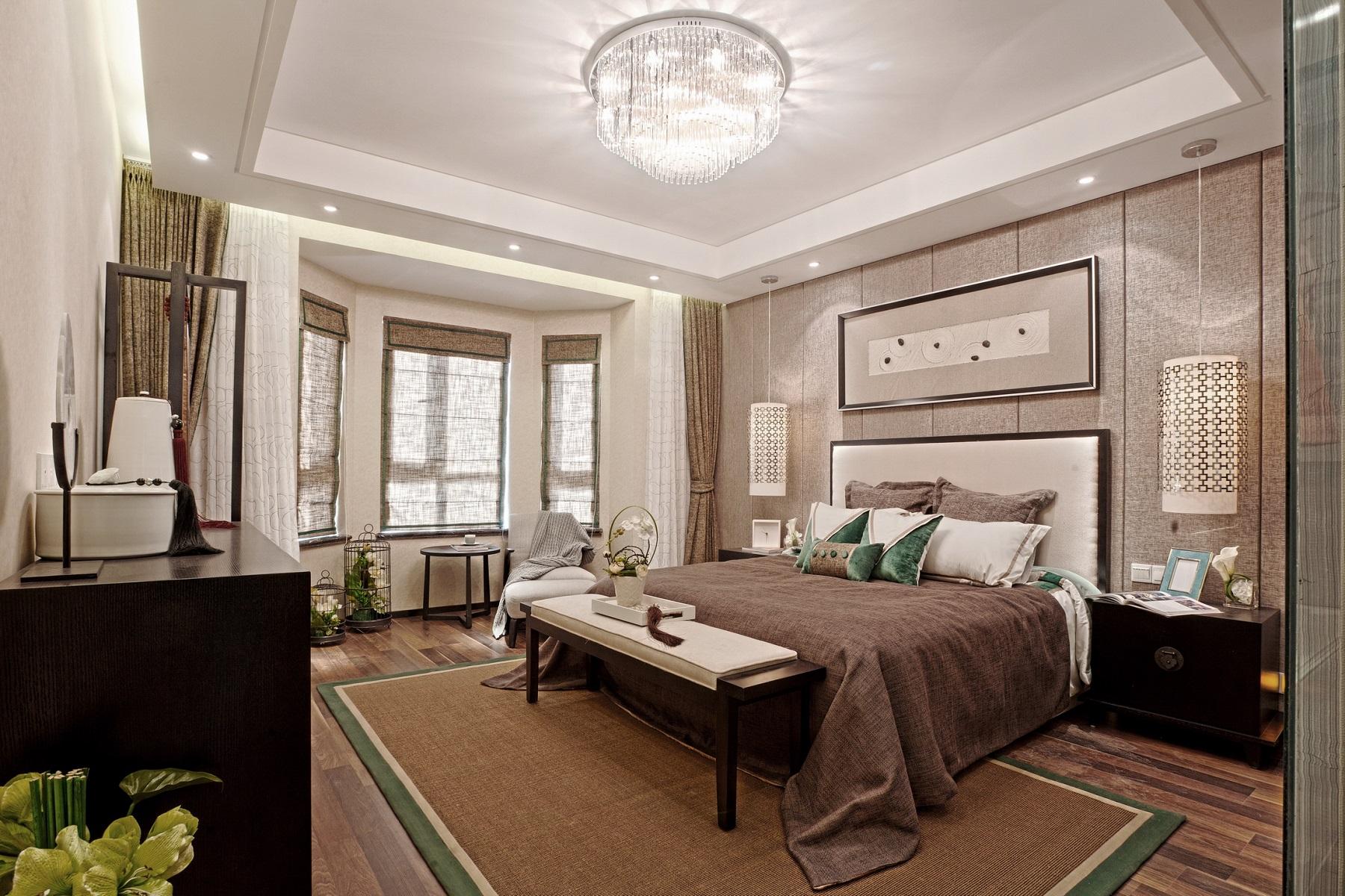 主卧整体氛围淡雅而不失厚重,在追求精致内涵的同时,注重空间居住的舒适度和实用性。