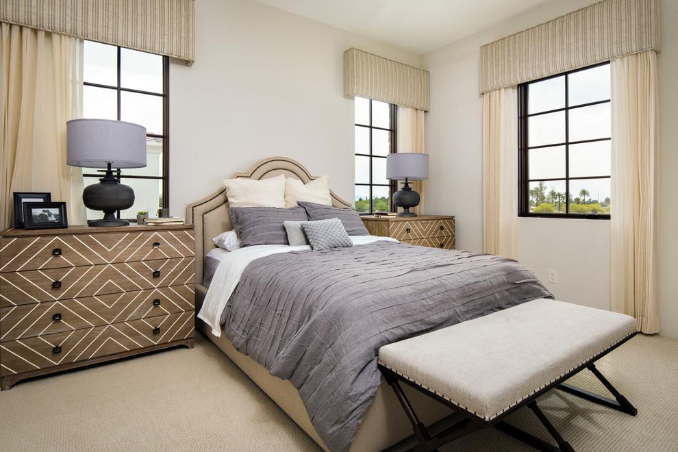 卧室中放置着白色原木大床,很是贞洁雅致。