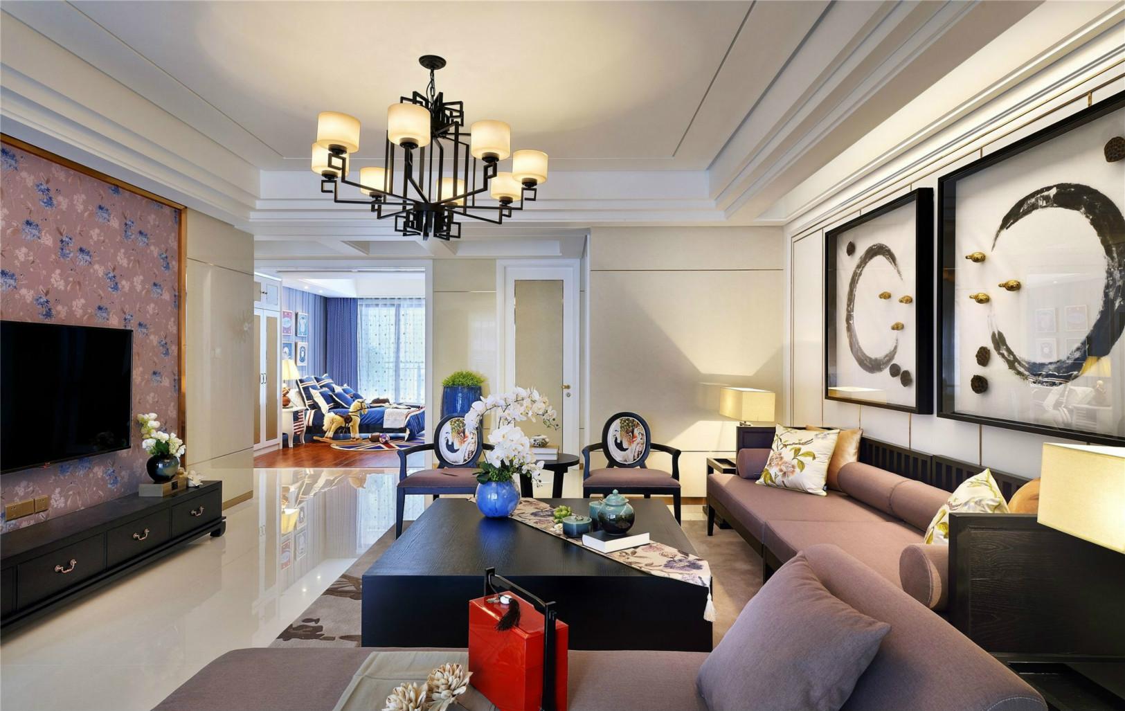 客厅背景墙面以不规则的线条来勾勒出不一样的大气感觉,整体空间温馨异常