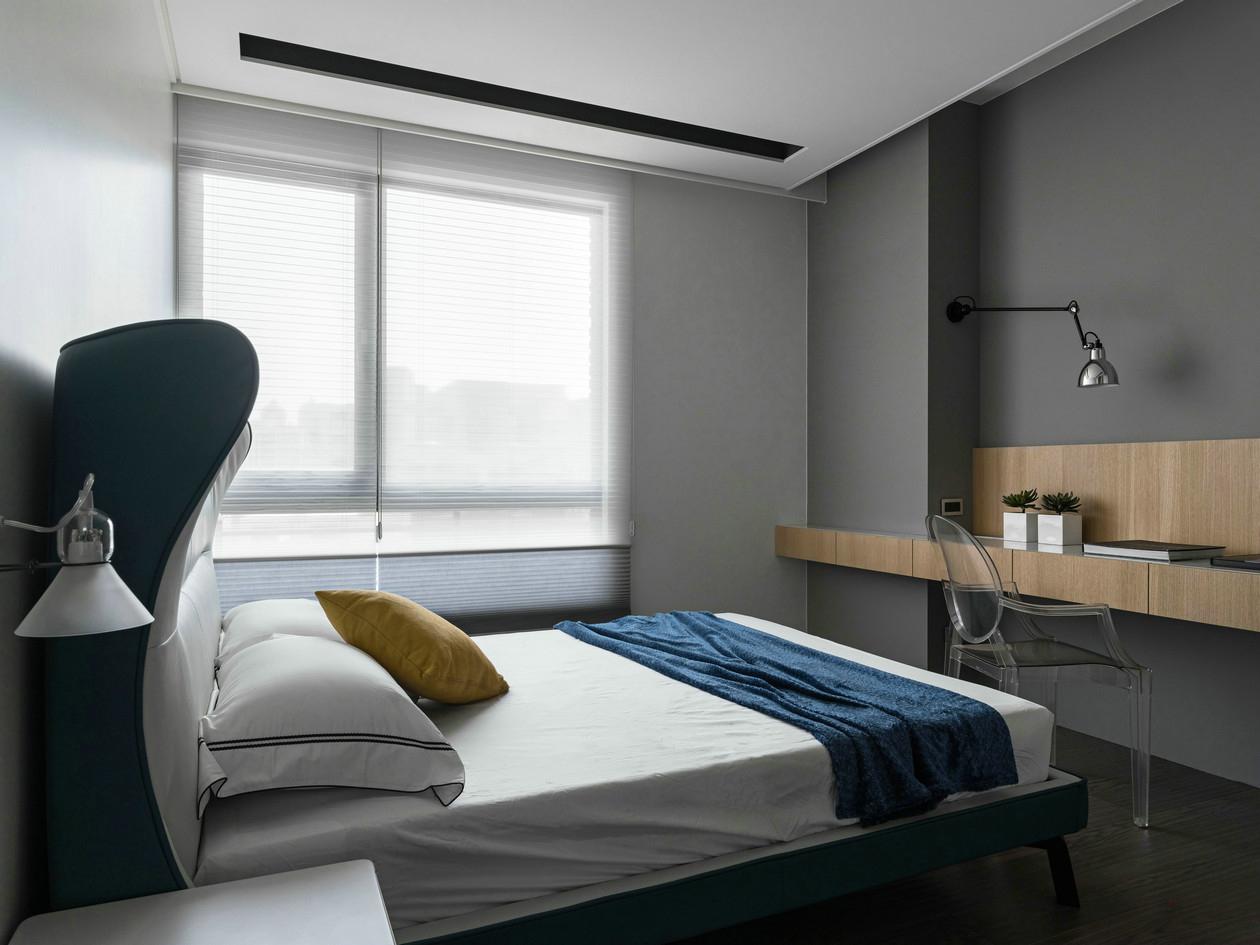 卧室内灰白主色调,简单又温馨。