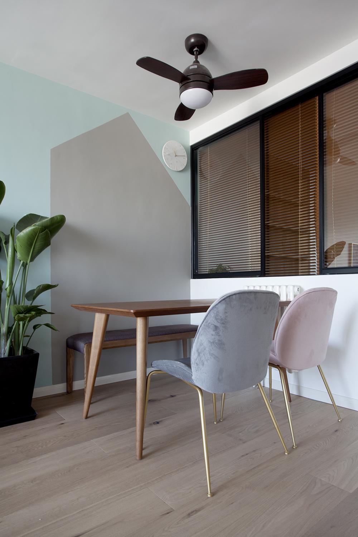 餐厅与客厅相连,整体布局紧凑,整个空间有一种自然轻松活泼的氛围。