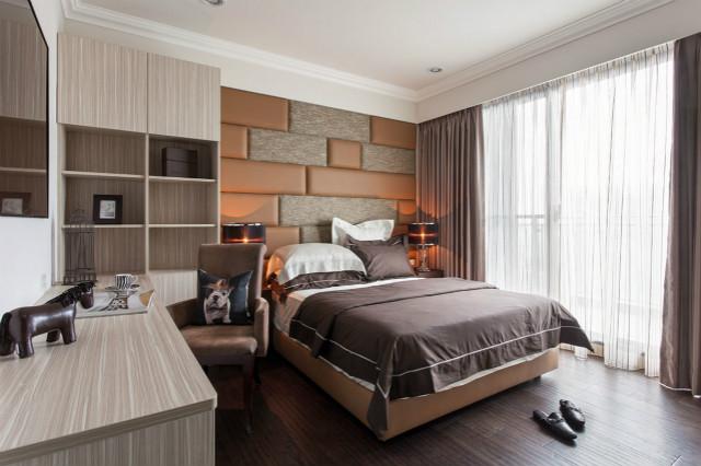 皮质床头背景墙方格的样式很自然,搭配舒适的床品搭配,在这里享受安稳的睡梦,感受生活的轻松。